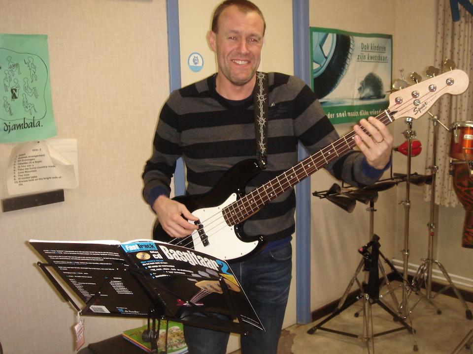 Flippers music - Muzieklessen basgitaar
